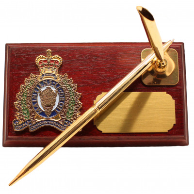 Rosewood Pen holder with gold toned crest and pen,  Engraving plate included